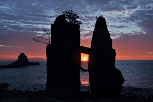 伊豆稲取のパワースポット・昔話にも出てくる、伝説の巨岩「はさみ石」