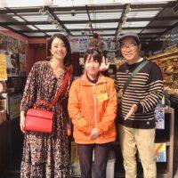 テレビ東京『朝の!さんぽ道』にて箱根湯本駅前店が放映されました。徳造丸名物ひものガチャ