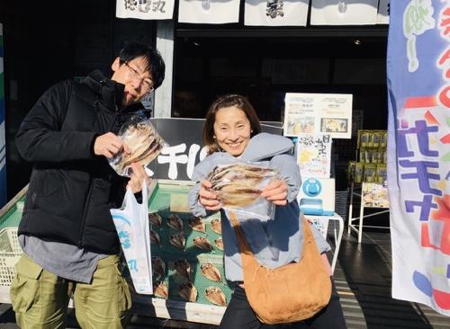 伊豆高原のお土産に大人気のひものガチャ!あじ開き20枚金メダルでました!