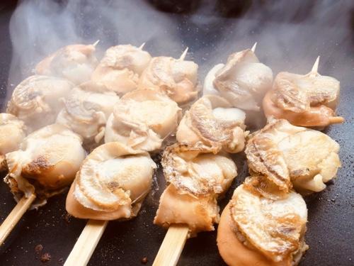 ほたて串。新伊豆箱根グルメえび串ほたて串が人気 食べ歩き・お土産にあわび串も