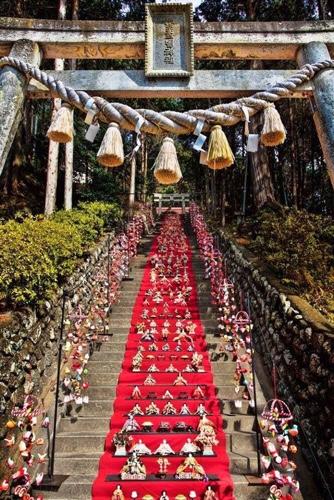 日本一118段雛壇飾り。早春の伊豆賑わい!行列も!伊豆グルメ金目鯛まつり開催中 徳造丸